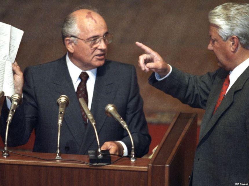 Yeltsin desafia Gorbachev no Parlamento Soviético, em 1991