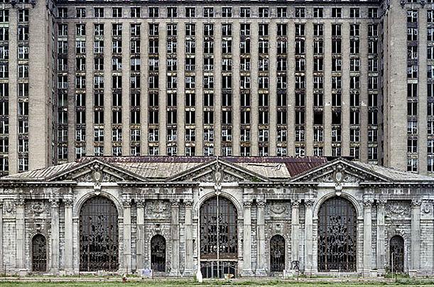 Estação de trem abandonada em Detroit.  Foto: Yves Marchand e Romain Meffre