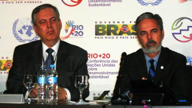 O novo chanceler Figueiredo, à esquerda, ao lado do ex-chanceler Patriota, na Rio+20.  Foto: Reprodução