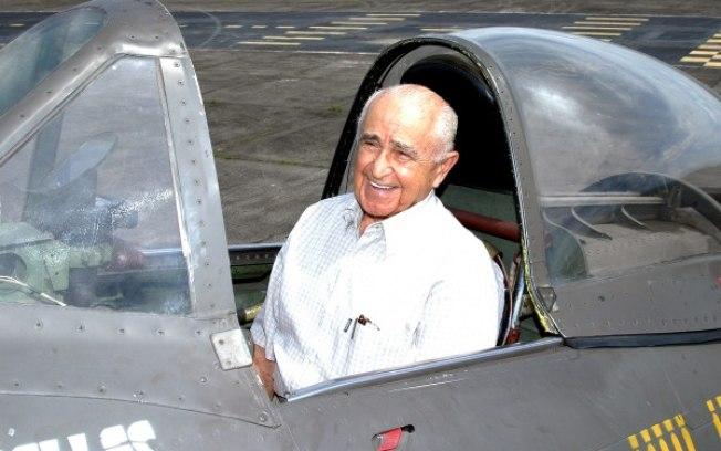 O Brigadeiro Rui Moreira Lima no cockpit de um P-47 preservado.  Caso você saiba de quem são os créditos da foto, por favor, avise.