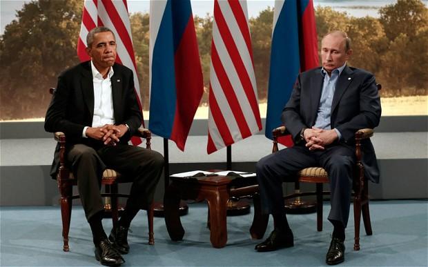 Obama e Putin no encontro do G8, em Junho passado, num ótimo retrato da relação entre os dois líderes.  Foto: Reuters/Kevin Lamarque