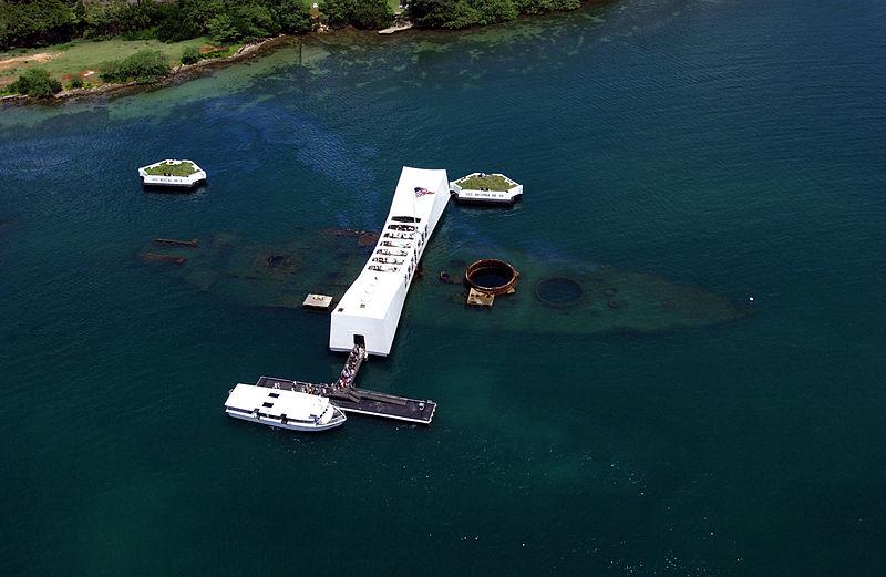 """O USS Arizona afundado em águas rasas e seu museu para """"visitação"""""""