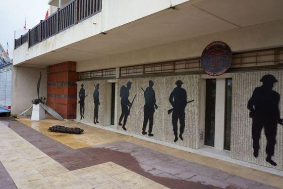 Frente do museu da praia de Sword
