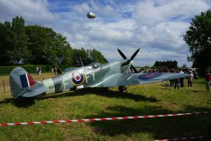 Um Spitfire britânico em exposição, um dos caças mais vistosos da guerra