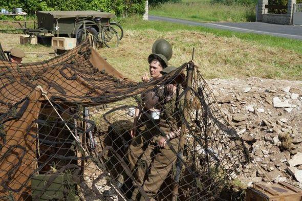 Reencenadores vestidos tomo Tommies, os soldados britânicos