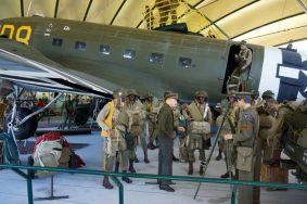 Museu em Saint Mere Eglise com reprodução do embarque dos paraquedistas dos EUA que libertaram a cidade