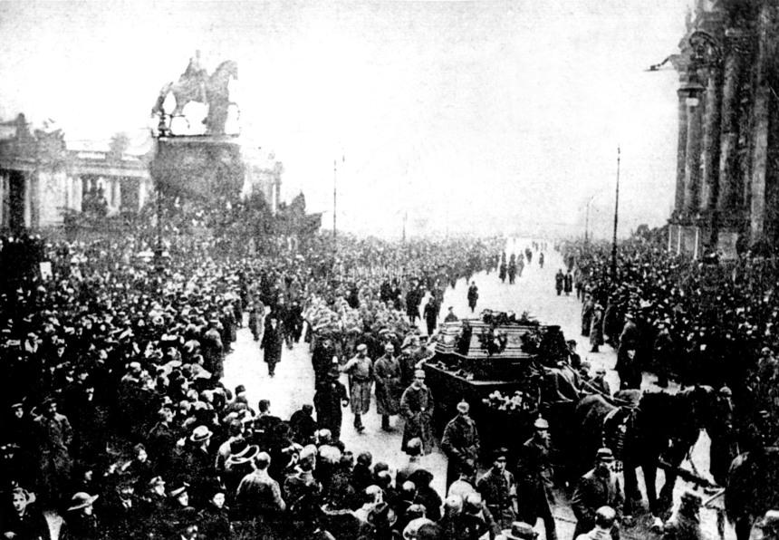 Cortejo fúnebre de mortos em combate durante a Revolução