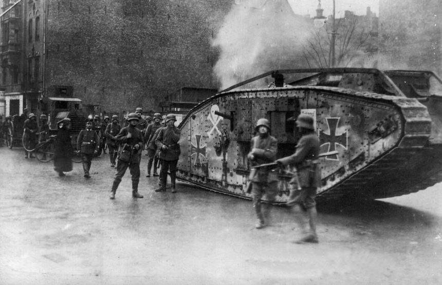 Membros do Freikorps Maerker em combate, Janeiro de 1919, em Berlim