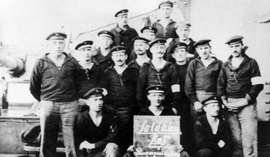 Conselho de Marinheiros amotinados em Kiel. Foto: Bundesarchiv