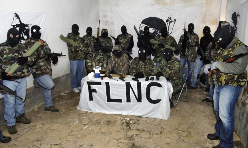 Integrantes na FLNC em foto enviada para a imprensa, junto com um manifesto.