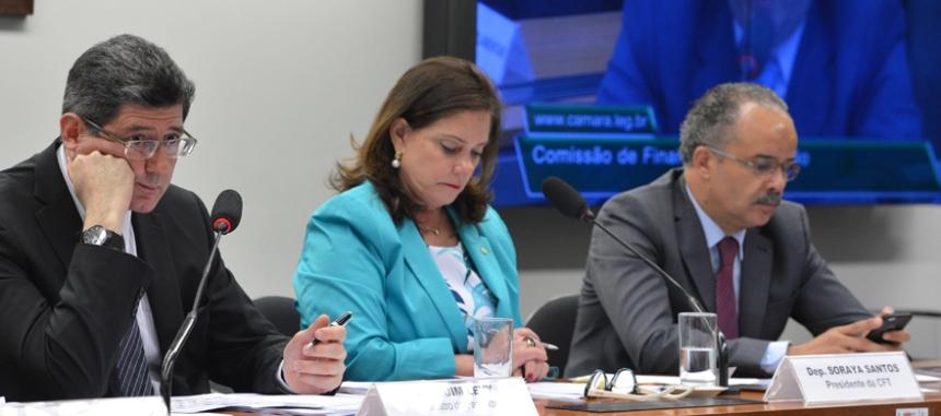 O ministro da Fazenda, Joaquim Levy, na Comissão de Finanças e Tributação da Câmara, participa de debate sobre a situação financeira dos estados, particularmente do Rio Grande do Sul (Valter Campanato/Agência Brasil)