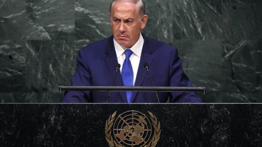 Netanyahu encara a AGNU em silêncio, por exatos quarenta e quatro segundos.